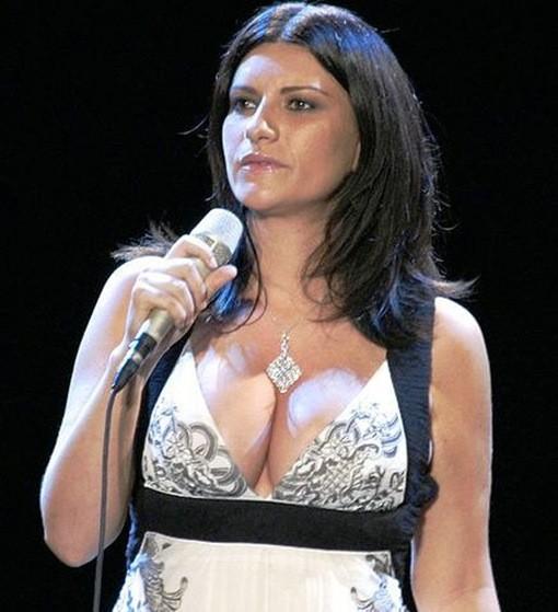 Laura Pausini - Volveré Junto A Ti